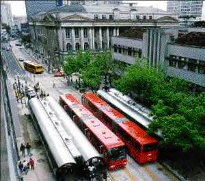 Curitiba buses>Thus the $323,000/mi ($200,000/km) cost for the Curitiba busway cited by Peirce, even in 1971 dollars, for a US busway today is highly questionable.  Even inflating to current dollars via the CPI (3.5 % compounded) for 29 years makes Curitiba's 1971 cost per mile equal to about $876,000 in year 2000 dollars &ndash; far (and implausibly) lower than actual experience in the USA at any time.</SPAN></P>   <P><SPAN STYLE=