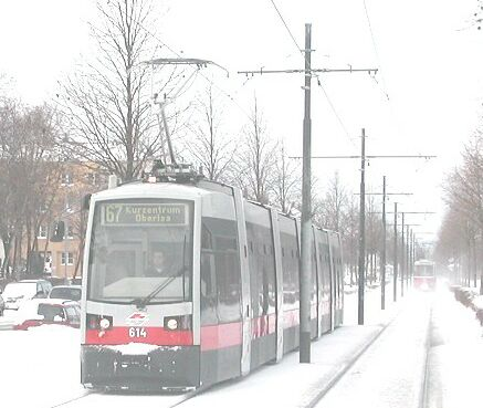 Vienna light rail tramway, snow, Jan. 2005